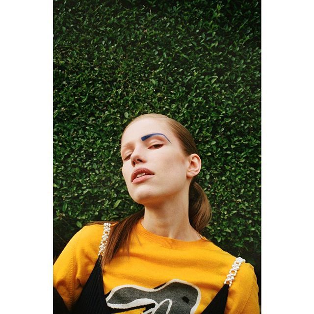 💛📉 @nylonmag - 📍London, UK, 2017 🇬🇧 - Film Director: @hamforsam Photographer: @thekateowen DP: @ruaraid_achilleos Production Coordinator: @franbeltran Makeup Artist:  @lauranoben Hair Stylist: @markfrancomepainter  Models: @johannamilde  Fashion styling assistants: @georgiaclarkldn @chrisarundel 🙏🏼👏🏼 #styledbypain - Link in Bio 📡