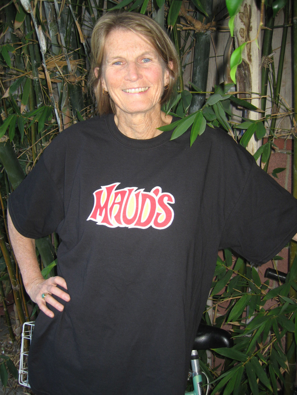 Midge looks marvelous in her MEDIUM tee.