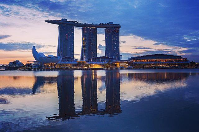 The marina bay sands hotel at sunrise. #singapore🇸🇬 #singapore #marinabay #marinabaysands #sunrise