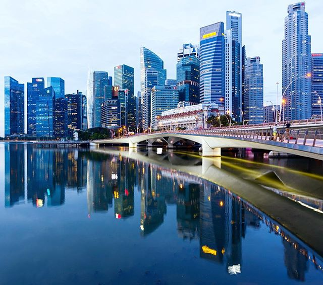 One more of Singapore. #singapore #singapore🇸🇬 #thefullertonhotel #fullertonhotelsingapore #sunrise
