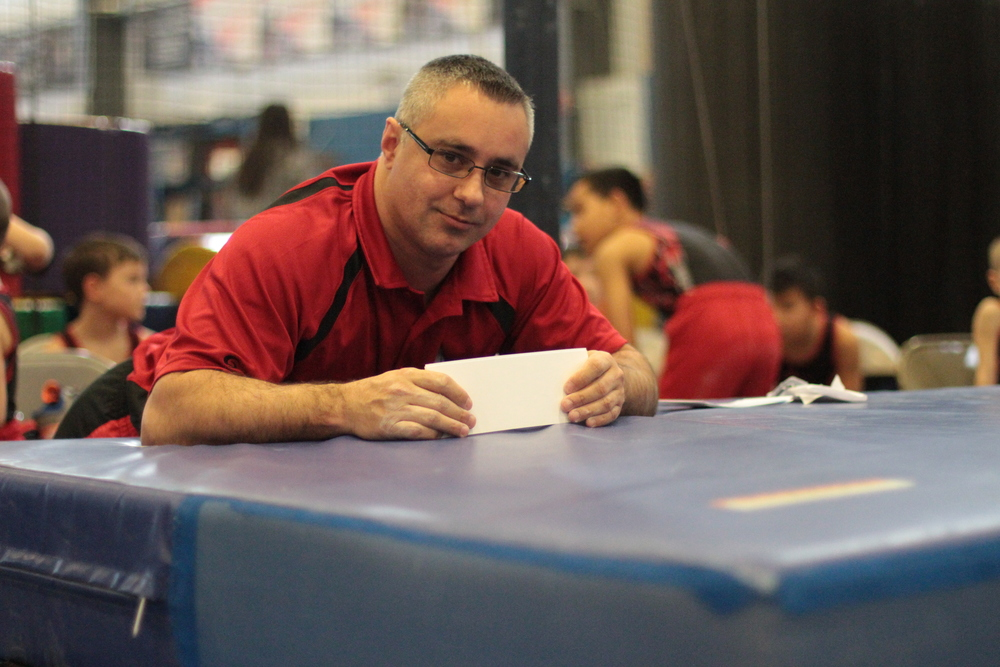 Mike Acevedo with score cards.JPG