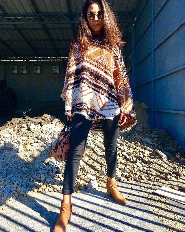 Styled @blackmarket_la  Shoes- Dolce Vida  Bag- Vivienne Westwood  Glasses- Rayban  Poncho-Velzera  Model @susannauytiepo  #rayban #fashion #viviennewestwood #dolcevita #blackmarket