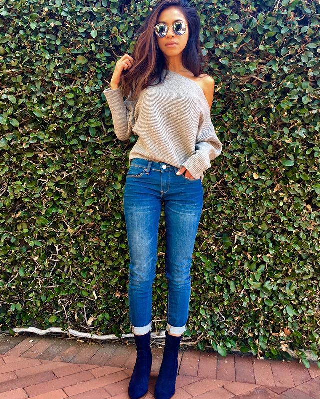 Blue suede shoes 2016 ▪️Sweater- JOA ▪️Shoes -Crosswalk  #crosswalk #blackmarket #fashion #lafashion #littletokyo