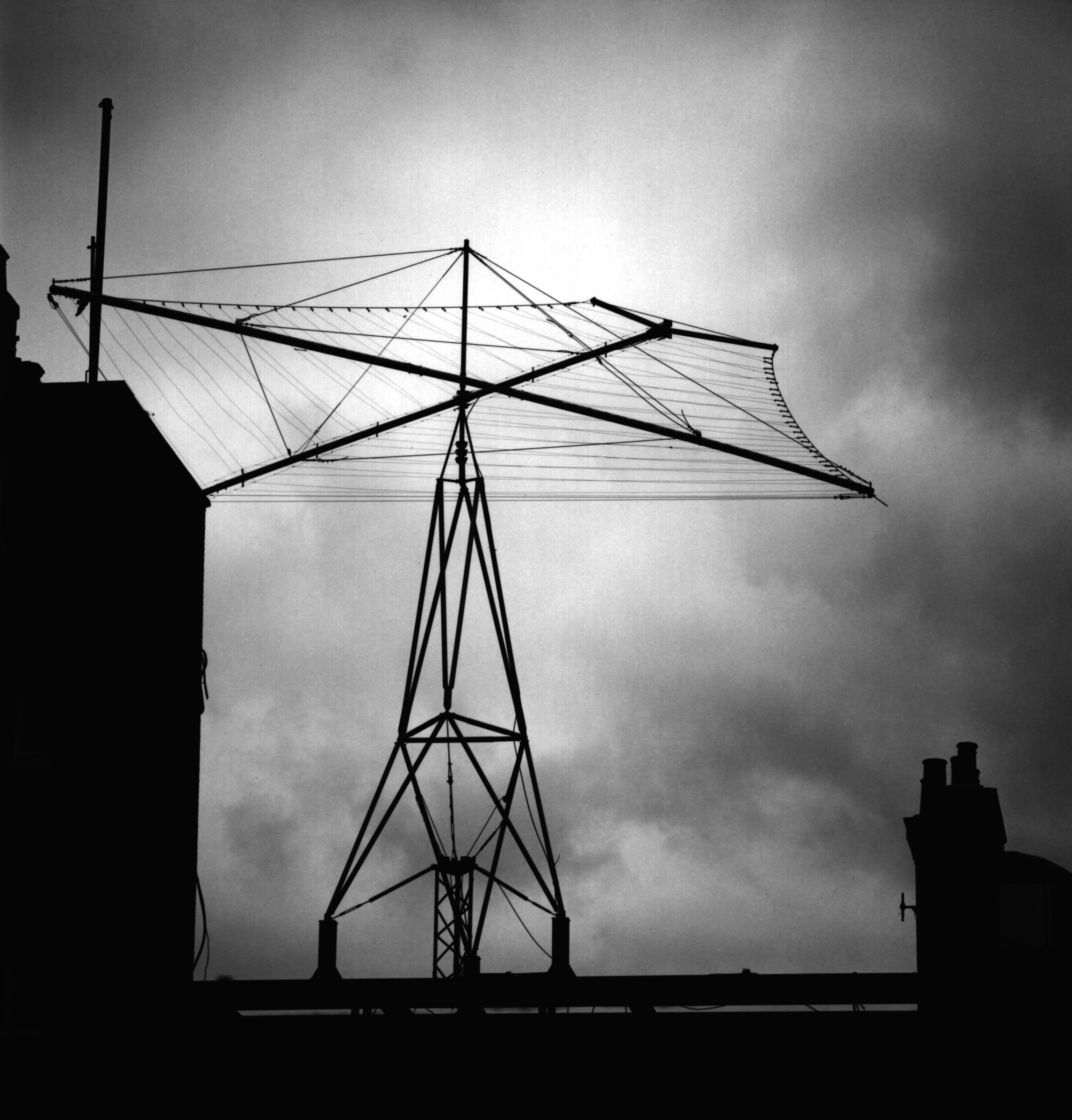 http://www.irdial.com/dorchester_antenna_closeup.jpg