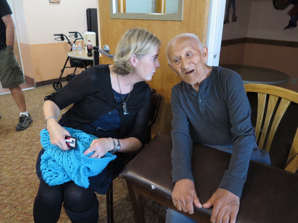 AE - Primrose Santa Rosa Diane whispsering to Tom.JPG