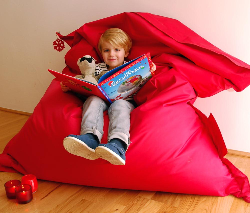 Emil reading Christmas stories:   Leo Lausemaus wartet auf Weihnachten   +   Grummel freut sich auf Weihnachten
