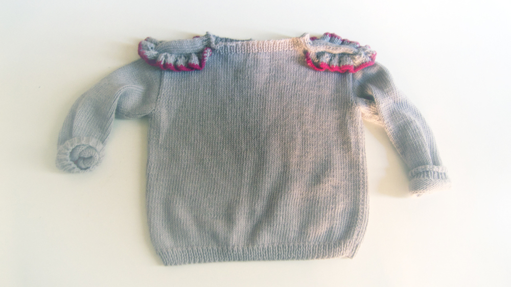 and Kleeschen (St Nicolas) will bring her this jumper! Have I told you that YOU choose the model, yarn and colour, isn't that great?!