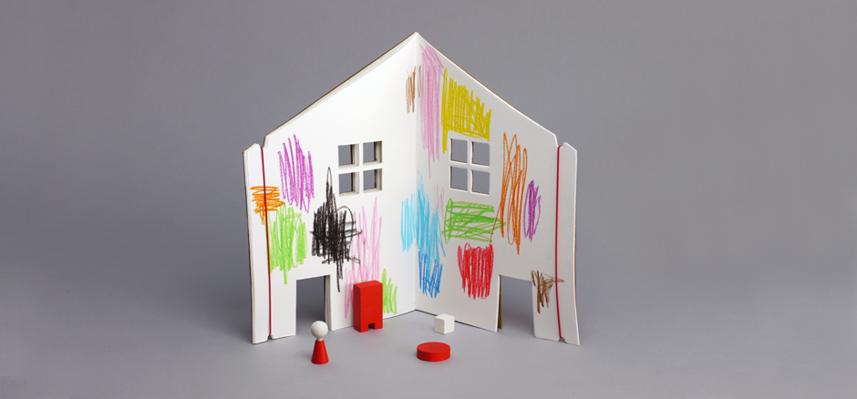 Draw, paint and decorate each room page and simply stand it up as a play house and let the storytelling begin! Each open spread can be held with elastic cords, attached to the covers, transforming into a dollhouse.