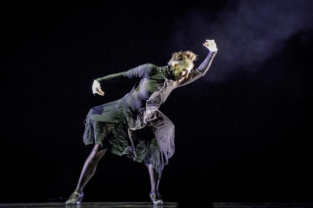 Compañía Kaari & Roni Martin - La Femme Rouge Photo: Kim Laine