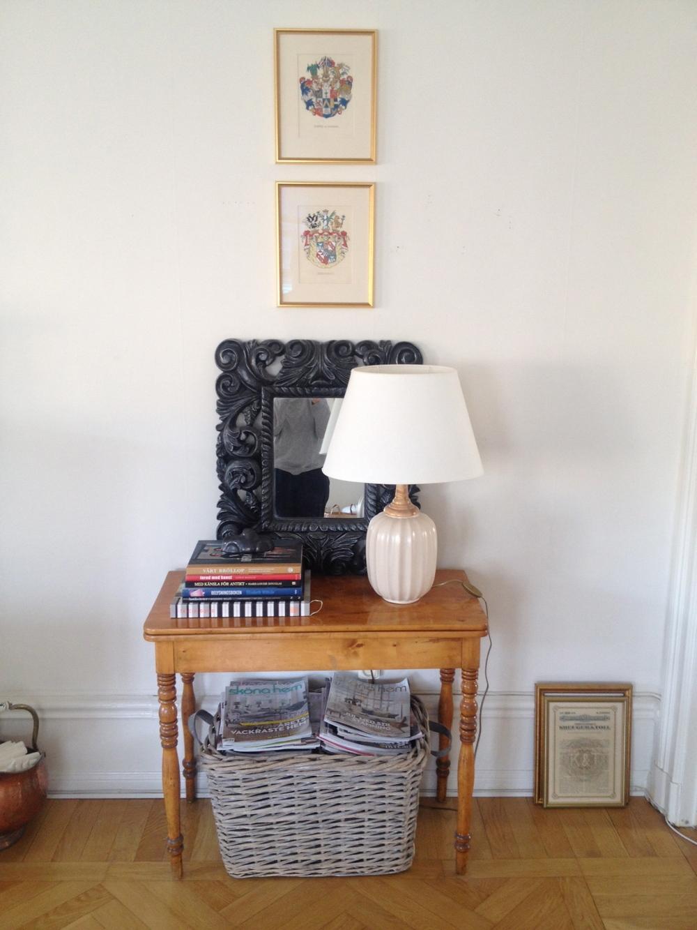 Gammalt spelbord i nyrenässans, lampa Bo Fajans.   Foto:  Palatsliv