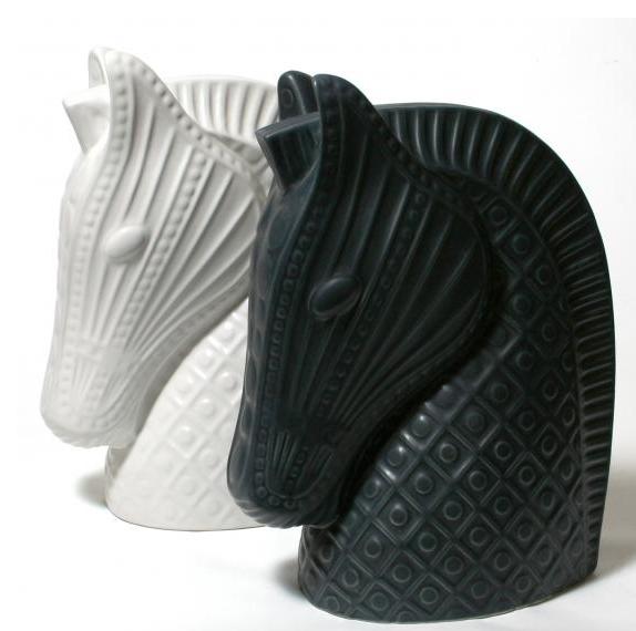 Ceramic Horse Foto :  Jonathan Adle r