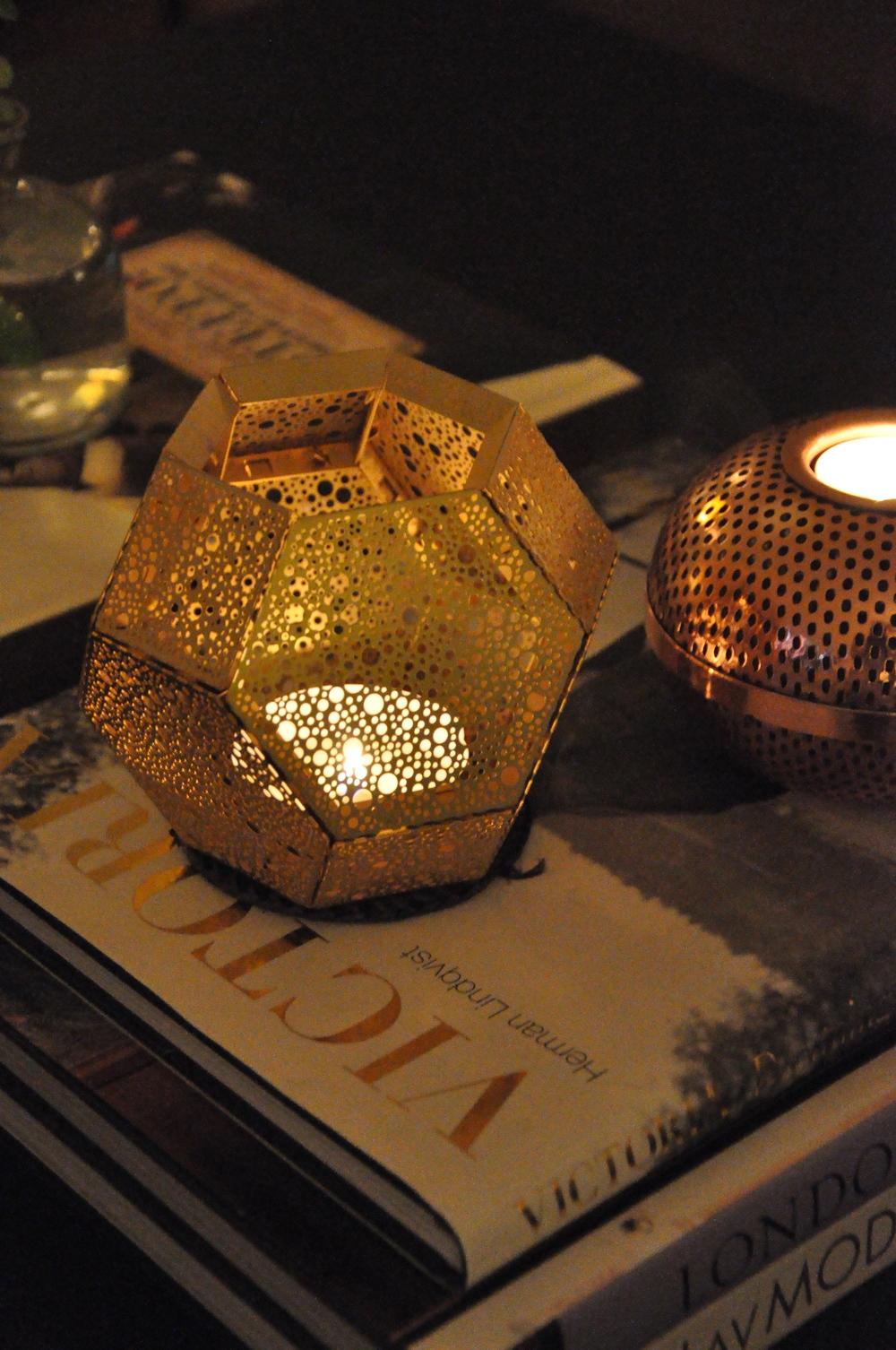 ….och i ljuslyktorna från Tom Dixon och Louise Roe. Foto: Palatsliv