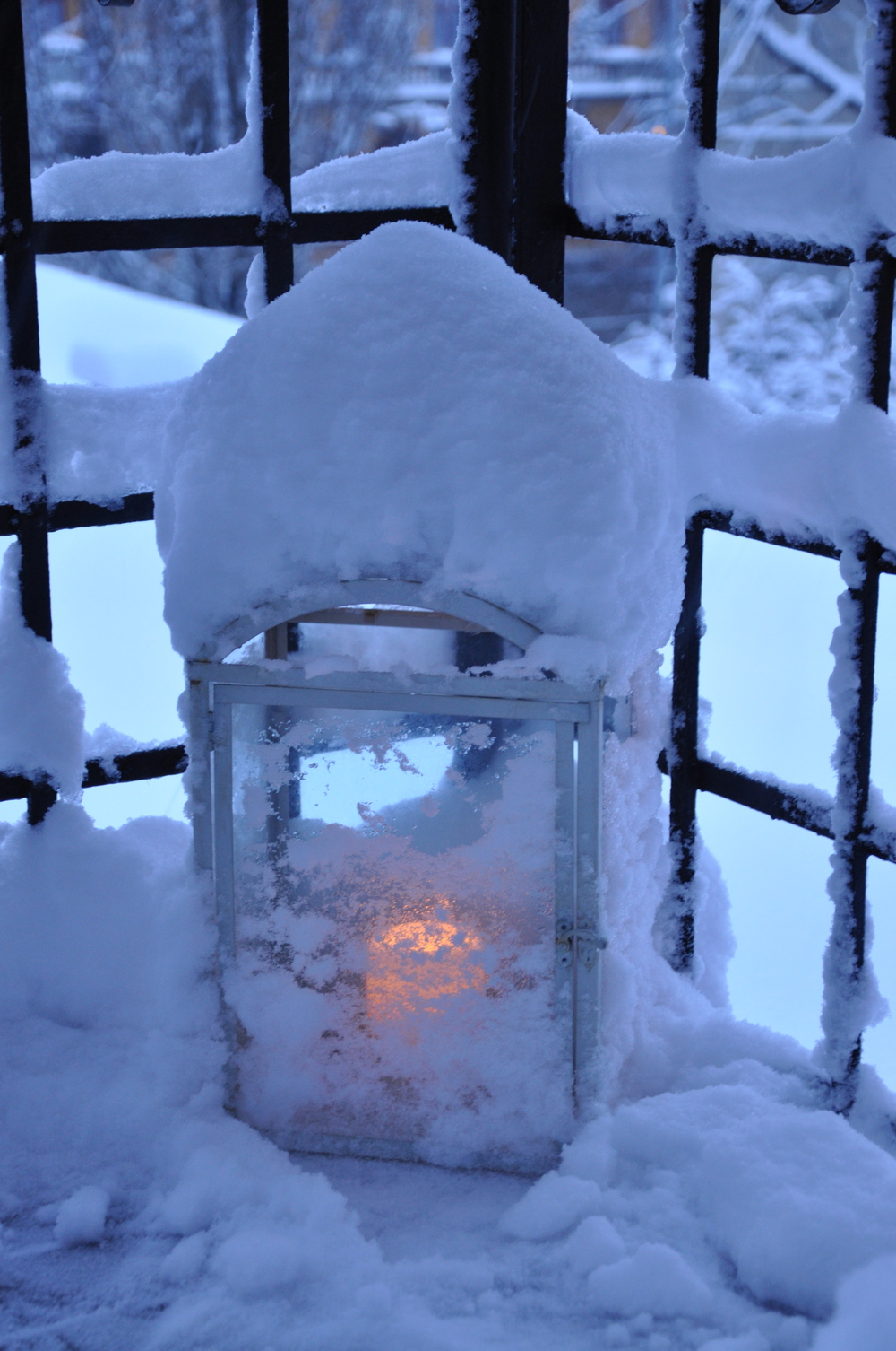 Ljuslykta i vinterskrud   Foto:  Palatsliv
