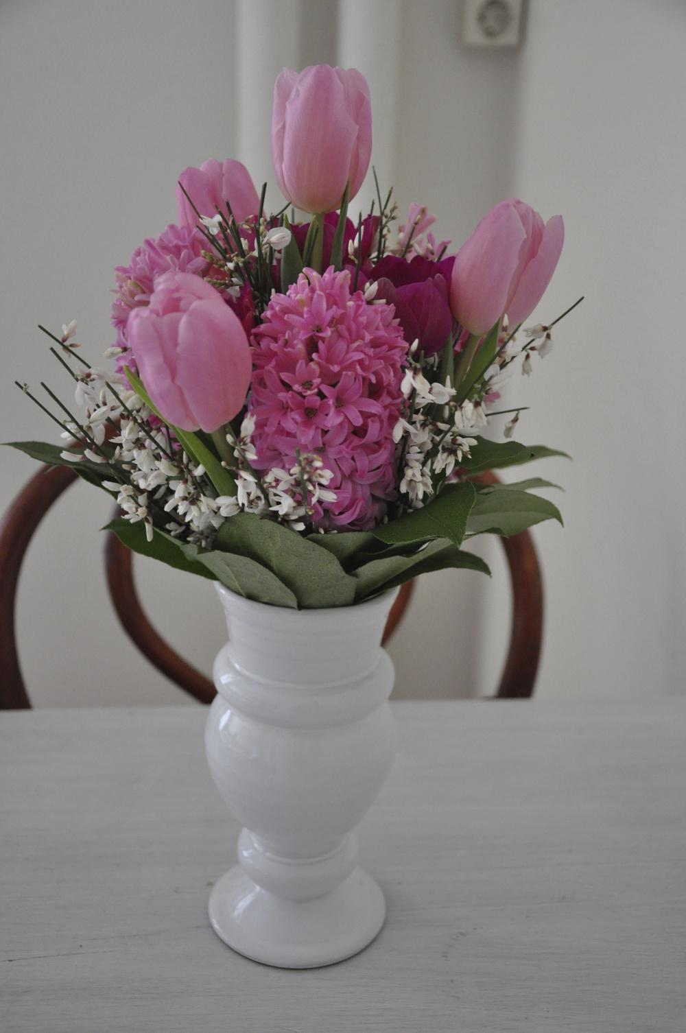 Rosa blombukett med tulpaner och  hyacinter   Foto:  Palatsliv