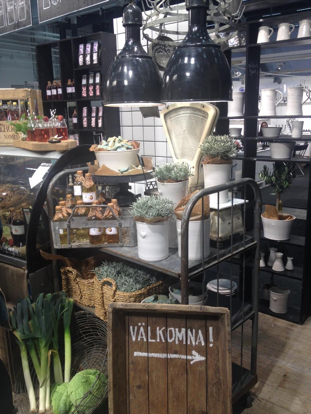 Västergården bjöd på fin keramik   Foto:  Palatsliv