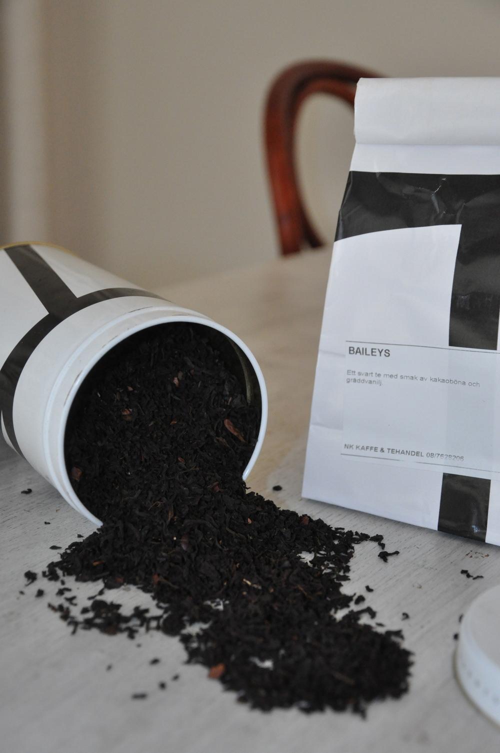 Baileys-te från NK i en cylinderformadburk från NK, som tyvärr inte tillverkas längre   Foto:  Palatsliv