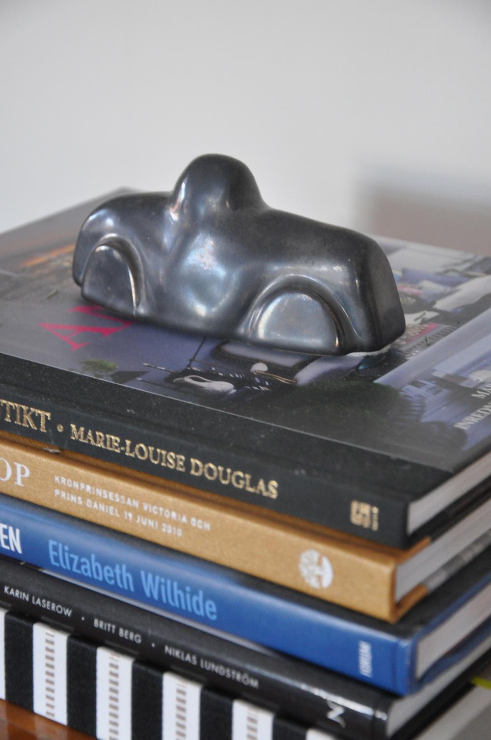 Keramikkopia av Ahlgréns godisbilar   Foto : Palatsliv