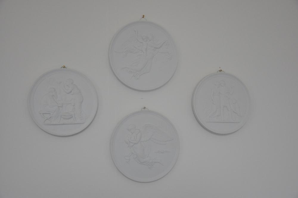 Parianplattor med motiv från antiken   Foto:  Palatsliv