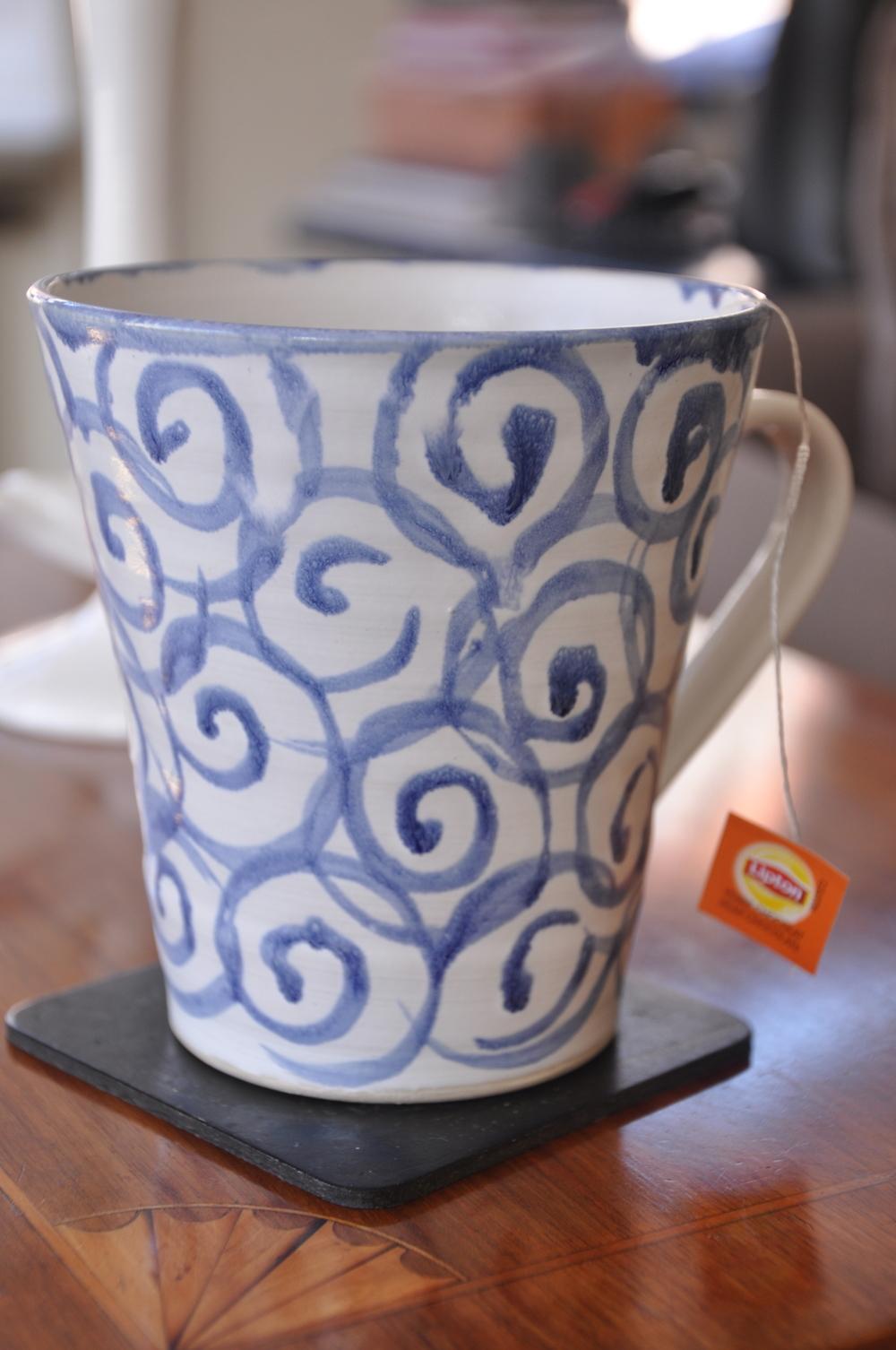 Keramikkopp från Anderska Konsthantverk med teet Pear Chocolate Inspiration Foto: Palatsliv