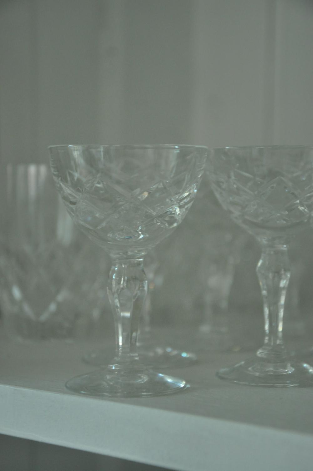 Second hand fyndade kristall-likör-glas i serien Karolina från Orrefors    Foto:  Palatsliv
