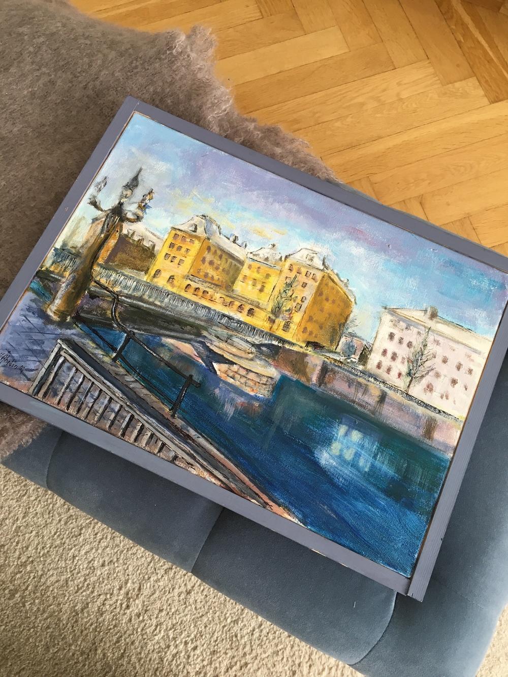 Målning av Hans Årlin förställande Gamla Grand från den södra sidan av Gävle    Foto:  Palatsliv