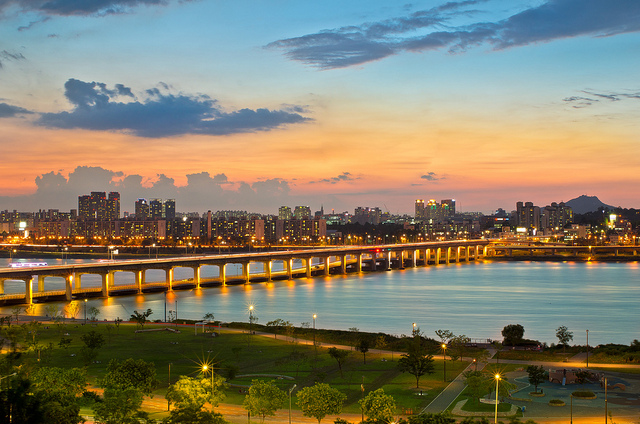 Han river path at dusk