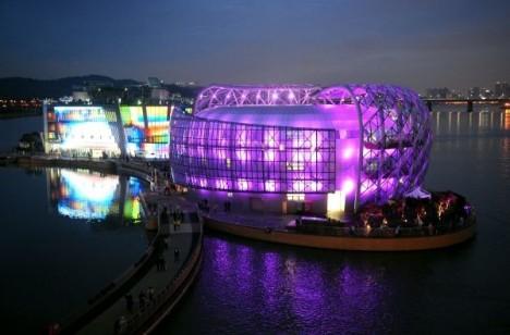 Seoul floating island.jpg