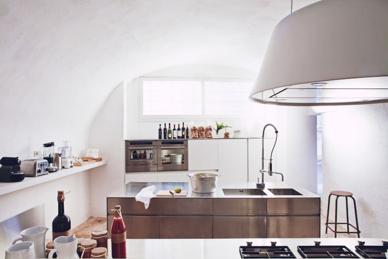Design: A 17th-Century Oil Mill Becomes a Spacious Italian Country Home