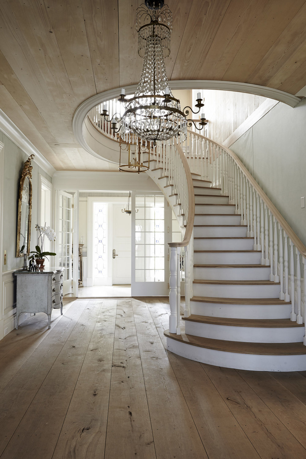 If you thought you were over the look of natural wood, you haven't come across The Hudson company. Founded in 1995,  The Hudson Company  is a custom mill specializing in wood flooring, paneling, and beams. They also offer hands-on professional services for design and building projects, with a team of carpenters, installers, finishers, millworkers, and tooling specialists. Scroll through for some of our favourite projects ...