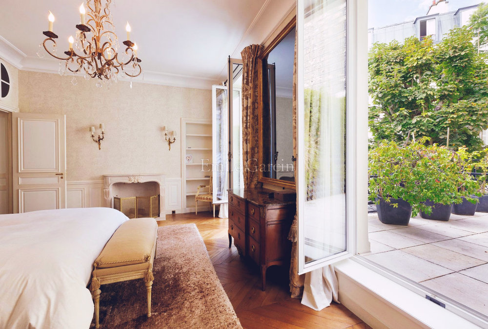04-TOWN MANSION FOR SALE IN PARIS 4TH, MARAIS-This Is Glamorous.jpgOn the Market: Town Mansion for Sale in Paris 4th, Marais