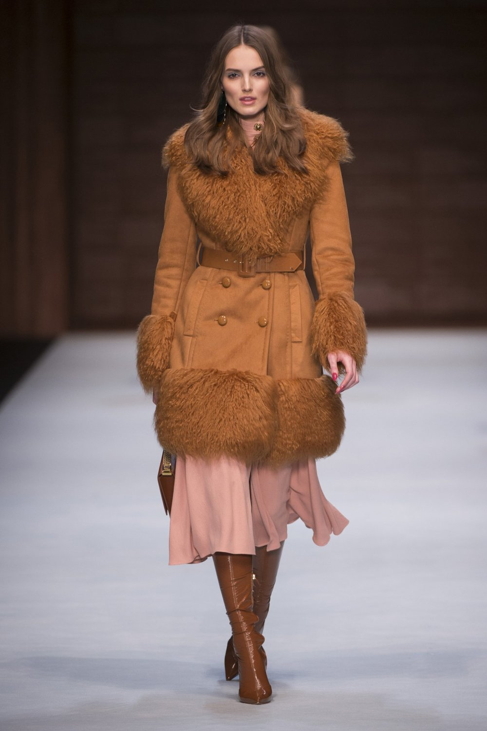 The Elisabetta Franchi Fall 2018 runway collection was inspired by actress Monica Vitti in the seventies. A flurry of knit turtlenecks and glossy pencil skirts, crochet, lamé and faux fur, it was the epitome of elegance with a little rock 'n roll on the side ...