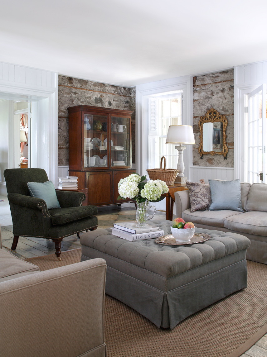 Décor: An English Country House by Susan Burns Design