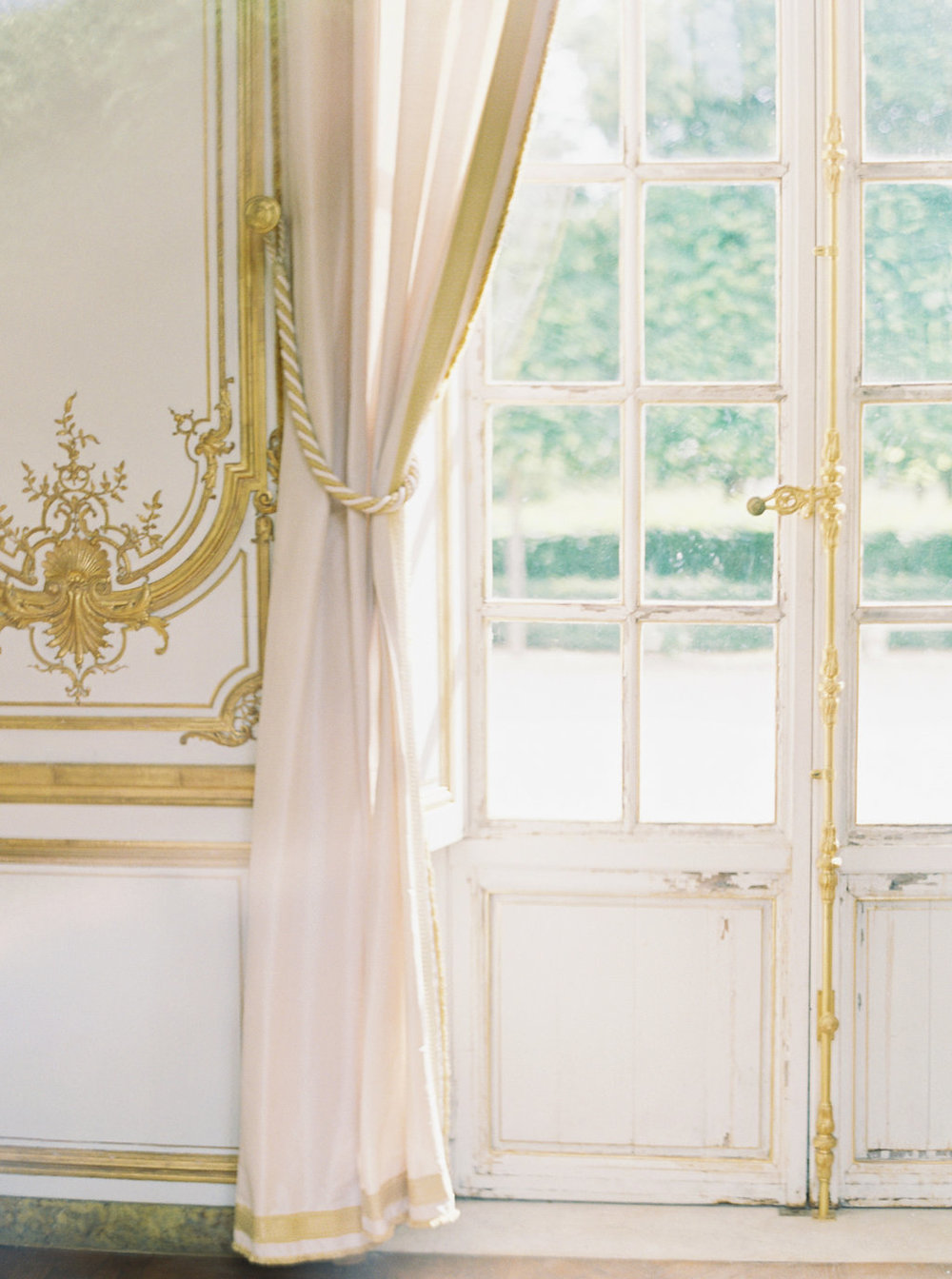 A beautiful wedding in Versailles from the portfolio of  Trille Florai . Shot by  Sophie Kaye Photography , it features the beautiful work of wedding florist  Cara Fitch . You can read more about her  here .