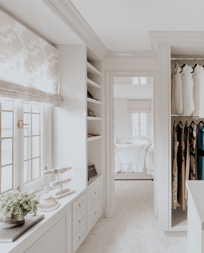 If you are as obsessed with beautifully organised spaces as we are, then you will love this walk-in closet in a beautiful Tudor home in Pelham, New York, just north of Manhattan in Westchester County. Designed by Rajni Alex Design, we love all the spaces for storing and displaying jewellery, eyeglasses and of course, shoes…