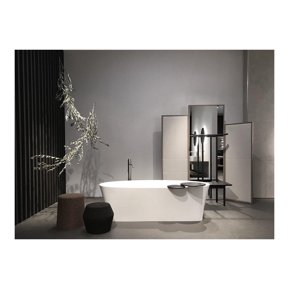 Form    !  Ett tydligt signalement förframtidens badrum var de konstnärligt skulpturala formerna som inte minst alla dessa vackra badkar stod för.