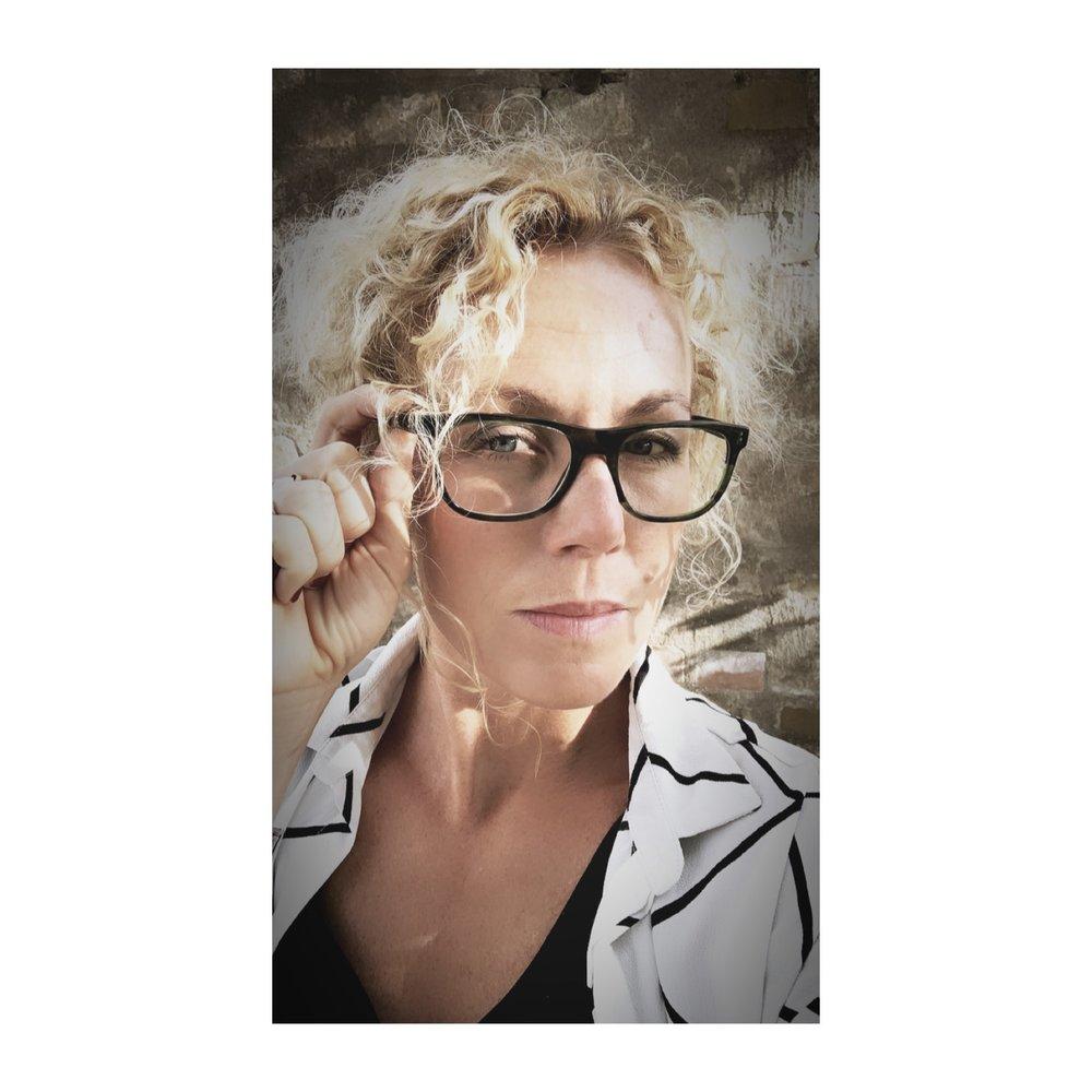Ålderns tecken!  Kom på i dag att jag aldrig använder mina glasögon dom jag blivit ordinerad till att bära varje dag. Hur vänjer man sig vid detta!