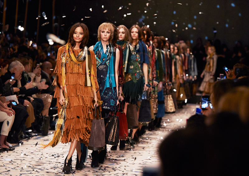 Burberry-Womenswear-Autumn_Winter-2015-Show-Finale.jpg