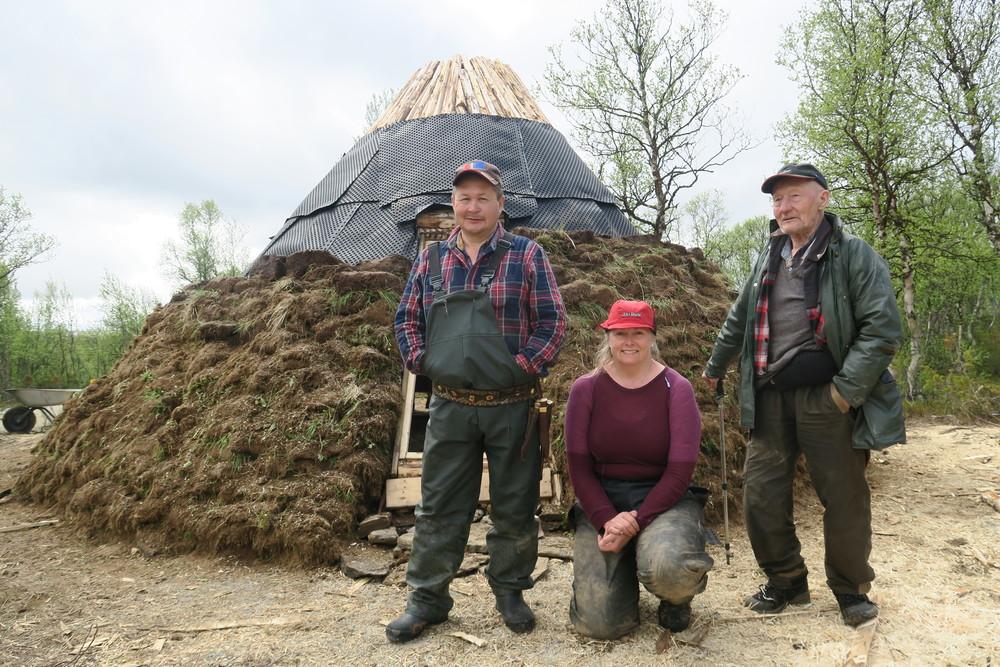 Familien Jåma fra Follafoss. Fra venstre John Kristian, Anne Olive og Ingvald (80).