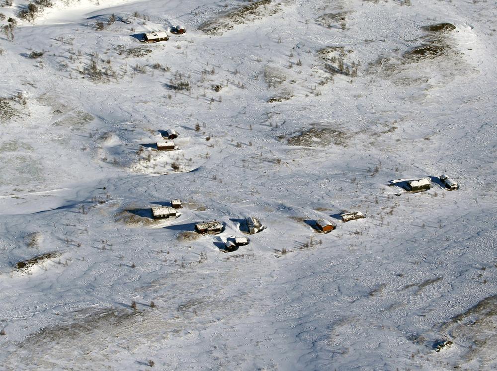 Nord for fylkesgrensa, som her ved setervollene i Nyådalen mellom Tågåfjellet og Styggfjellet i Midtre Gauldal, var det meget vanskelige sporingsforhold med vindblåste rabber og hardpakkede snøfonner. Når telleforholdene er sånn, er det fort gjort å fly over hoper som ligger i ro. Foto: A. Nyaas