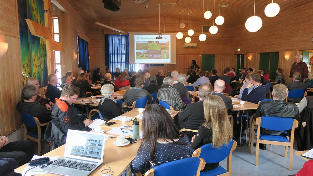 Den årlige Forollhogna-konferansen i regi av nasjonalparkstyret samler mange interesserte. Stedet i år var Mjuklia Gjestegård i Rennebu. Foto: Arne Nyaas