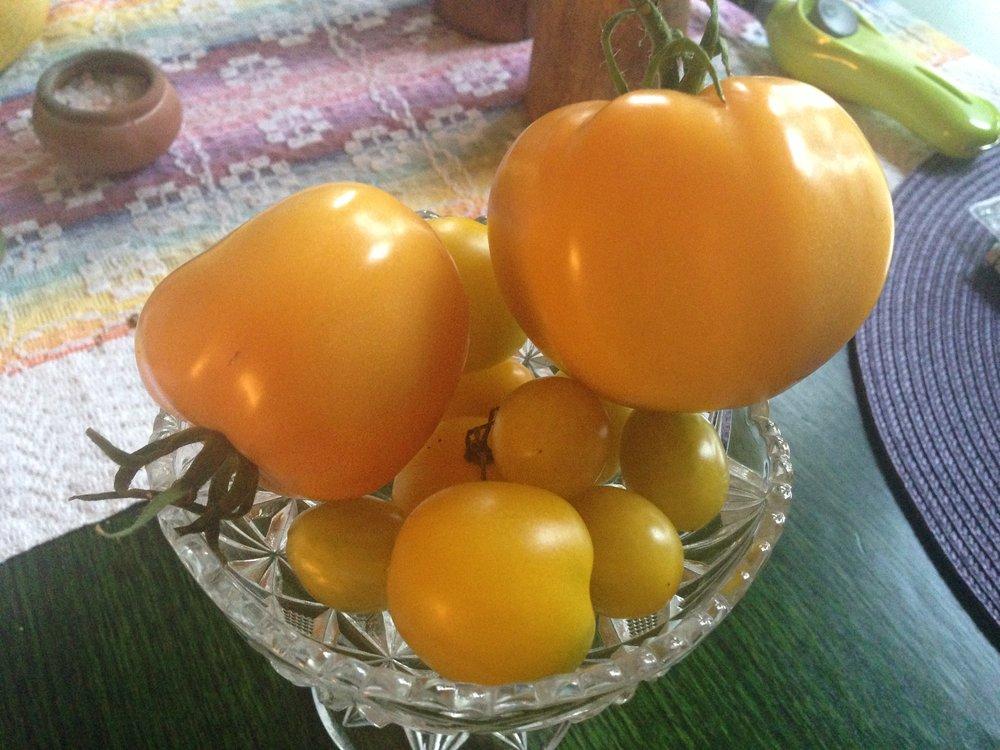 De gula tomaterna är självklart också utsökta som soppa! Den gula färgen stimulerar det tredje chakrat; manipura