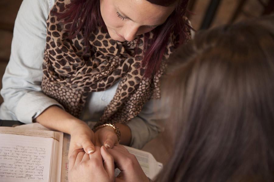 praying-women.jpg