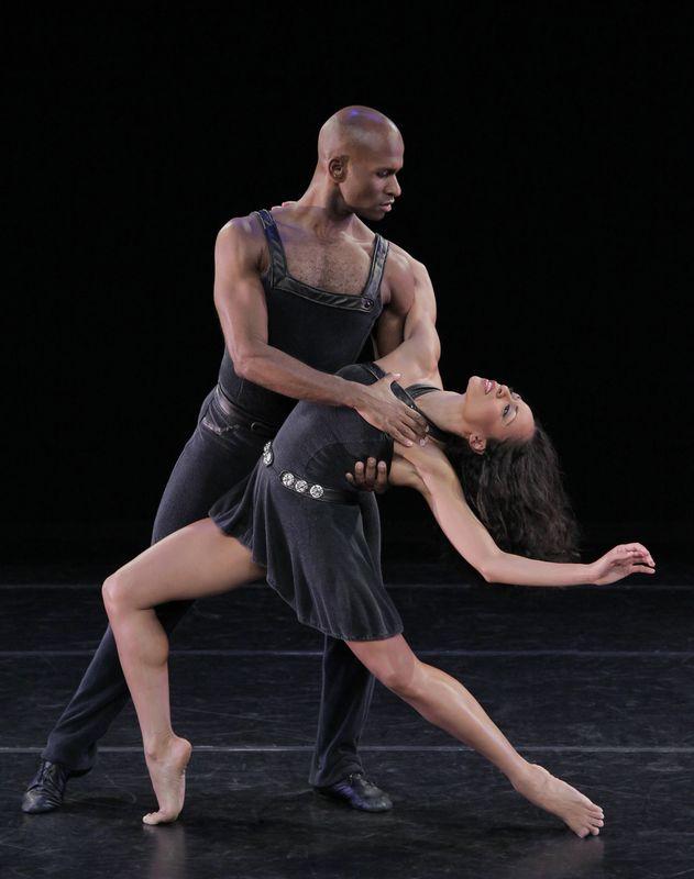 160623_Alvin_Ailey_American_Dance_Theater_s_Glenn_Allen_Sims_and_Linda_Celeste_Sims_in_Ulysses_Dove_s_Episodes._Photo_by_Paul_Kolnik_724ef272-149c-4230-8185-e5b67f16686e-prv.jpg