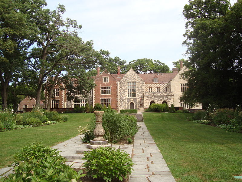800px-Salisbury_House,_back_view_from_gardens.JPG