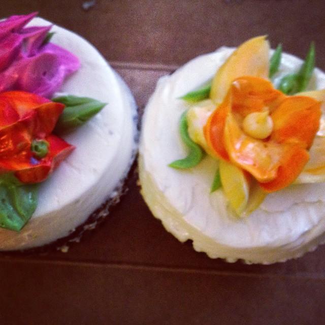 Only my bestus friend brings the Cupcake Cafe to my door.
