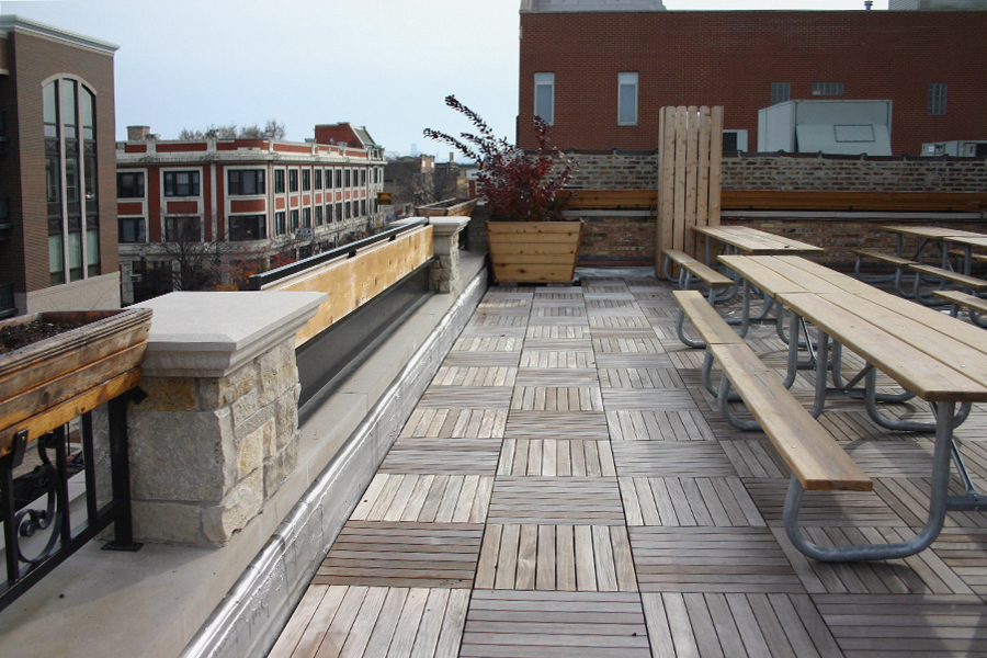 Rooftop Deck in Illinois - Ipe Wood Tiles (Source.)