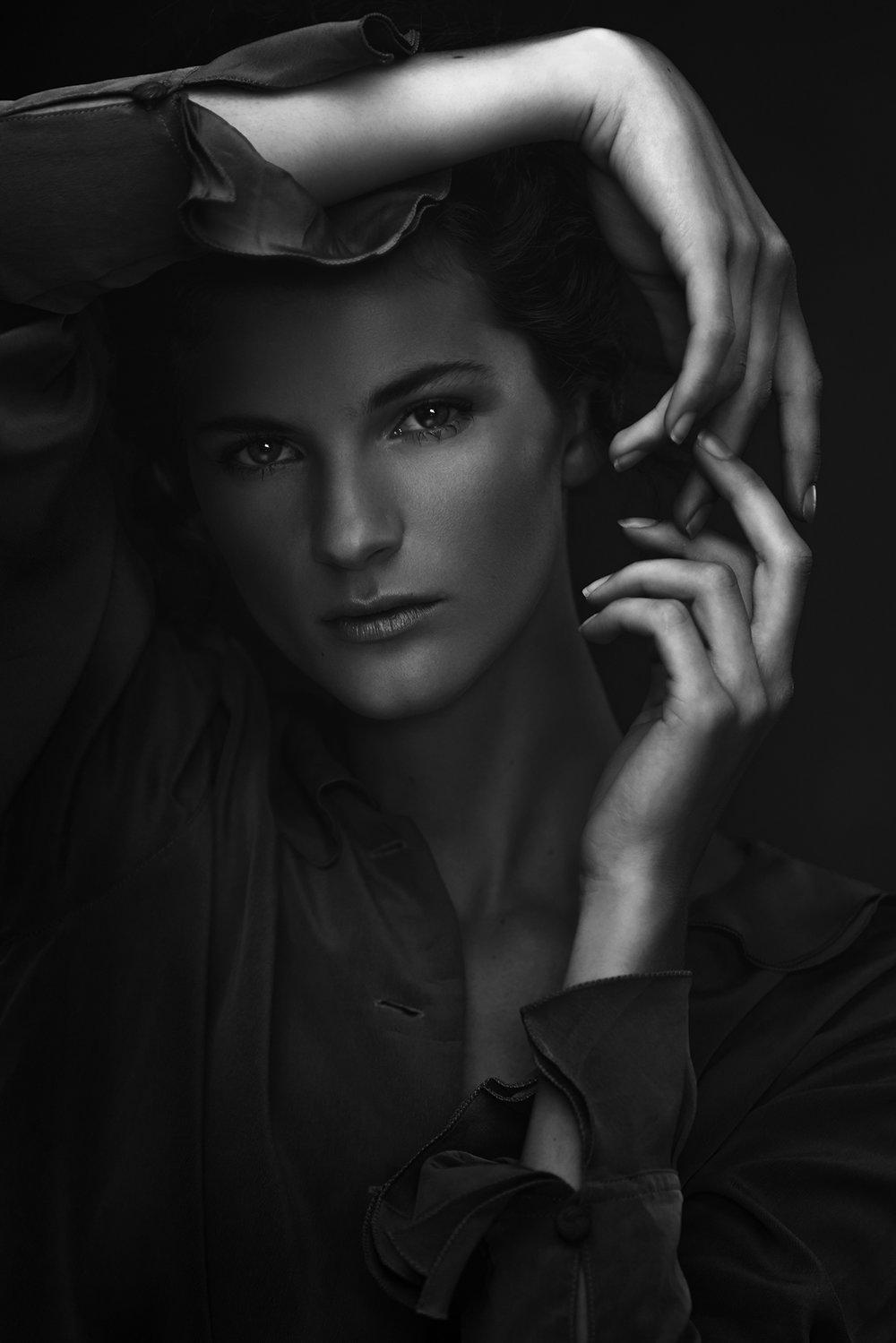 Black & white shadow play