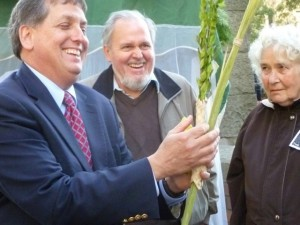Rabbi Jonathan Singer from Temple Beth Am celebrated the holiday of Sukkot