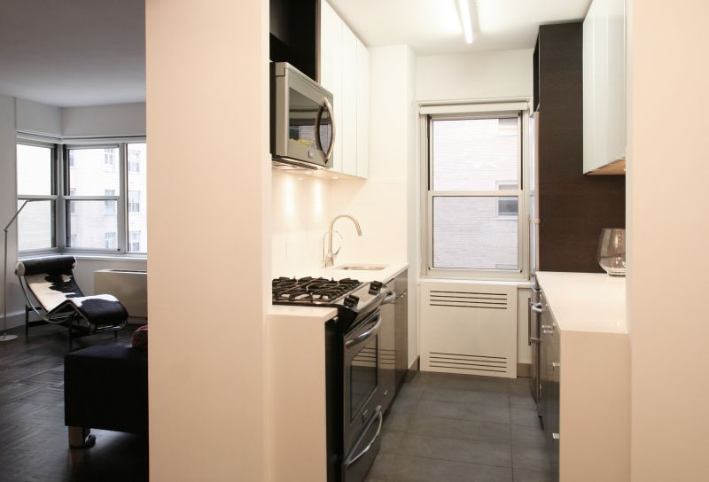 Elias_2010 1118_kitchen2.jpg