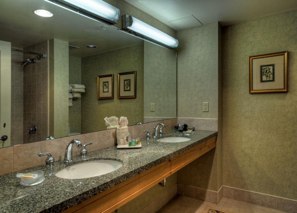 2 Bedroom/2 Bath Condo - Bathroom  Lodging in Steamboat Springs, Colorado